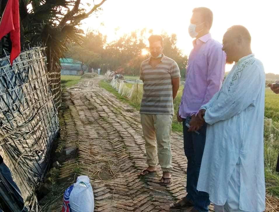 হোম কোয়ারেন্টাইনে থাকা ব্যক্তি ও প্রকৃত অসহায়ের খুঁজে কুতুবদিয়া থানার ওসি | সি কক্স নিউজ