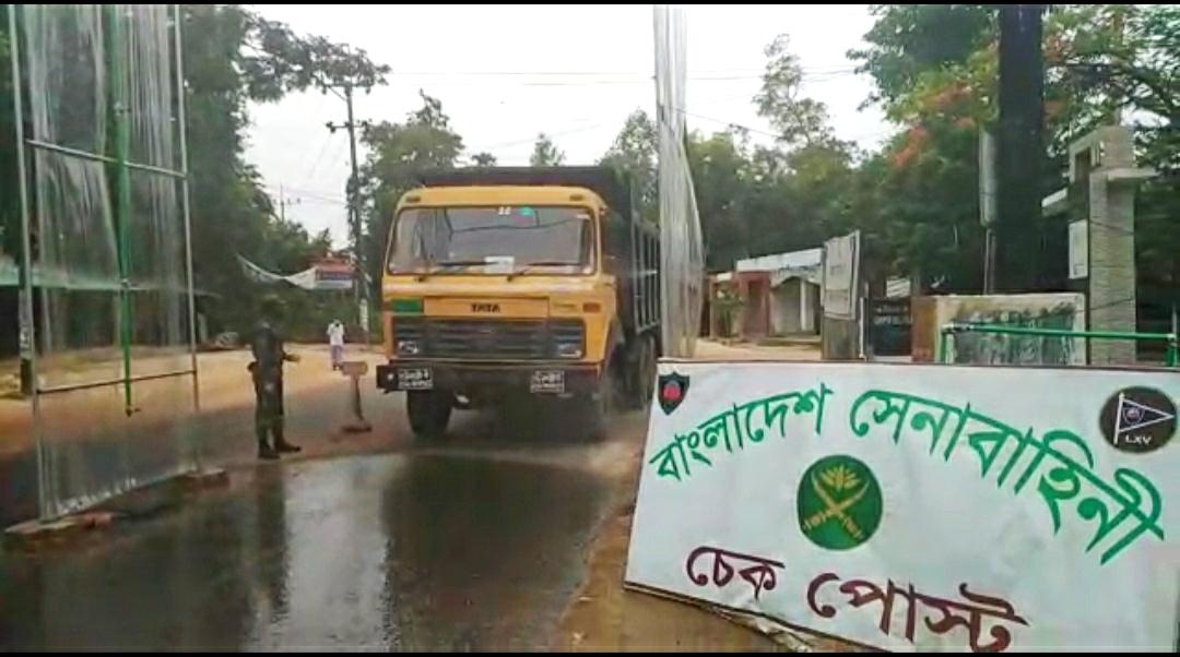 রোহিঙ্গা ক্যাম্পের প্রবেশ পথে সেনাবাহিনীর ডিজইনফেকশন বুথ স্থাপন: লকডাউন বাস্তবায়নে কঠোর অবস্থানে সেনাবাহিনী | সি কক্স নিউজ