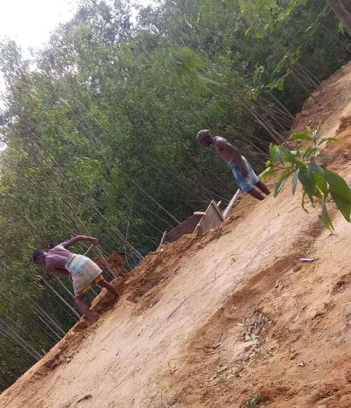 ভারুয়াখালী পাহাড় কেটে সাবাড়, বন বিভাগ দেখেও নীরব | সি কক্স নিউজ