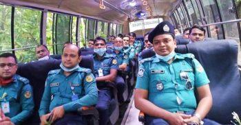 প্লাজমা দিতে ঢাকায় এলেন চট্টগ্রামের ৩০ করোনাজয়ী পুলিশ সদস্য | ChannelCox.com