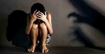 হোটেলকক্ষে আটকে রেখে দুজন মিলে কিশোরীকে ধর্ষণ | ChannelCox.com