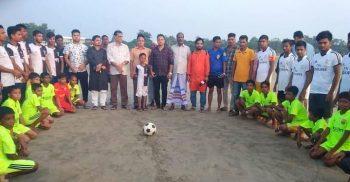 প্রিমিয়ার লীগ ফুটবল টুর্ণামেন্টের উদ্বোধনী ম্যাচ অনুষ্ঠিত হয়েছে কুতুবদিয়ায় | ChannelCox.com